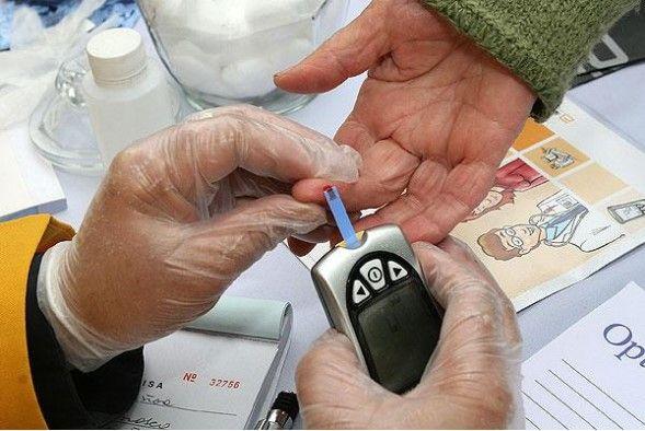 Primero que nada debemos saber que la diabetes no es más que una situación por la que pasa nuestro organismo donde no podemos producir la insulina necesaria para poder procesar el azúcar de forma correcta. Anuncio A su vez tenemos dos tipos de diabetes, la tipo uno que es donde el páncreas no produce la …