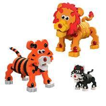 É hora de começar a explorar as facetas desse bichinho inusitado com o Quebra-Cabeça 3d Leão e Tigre. Basta seguir as simples instruções ou usar a imaginação para transformar essas pecinhas em um lindo leão e um tigre. Um brinquedo educativo que desenvolve a coordenação motora orientação espacial e criatividade, são 48 peças de espuma atóxica e conectores de plástico, para construir o personagem impressionante em 3D, ou usar sua imaginação para inventar suas próprias criaturas.