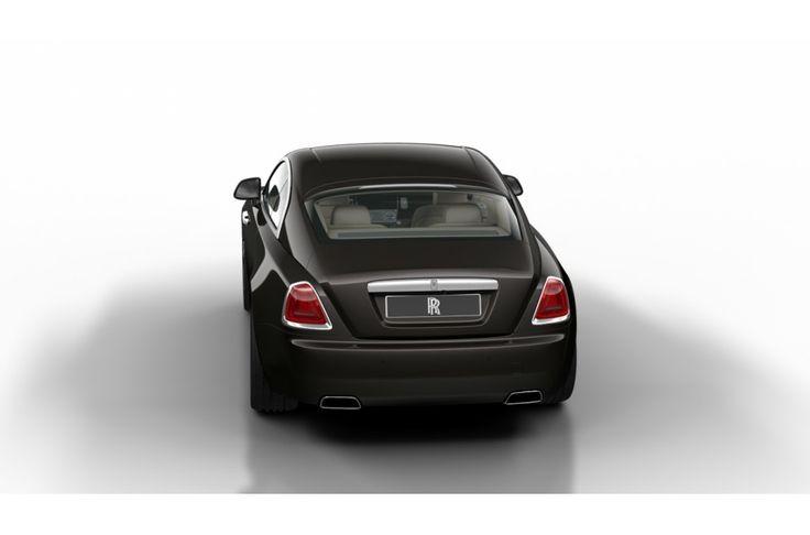 Wraith, de stoutmoedigste uiting van Rolls-Royce tot nu. Het opvallende fastback silhouet straalt elegantie en vermogen uit. De aerodynamische lijnen en grote spoorbreedte achter versterken de belofte van atletisch vermogen en dynamiek, die nog wordt geaccentueerd door de prominente schouders. Het onweerstaanbare design kan verder worden aangevuld met exclusieve two tone lakcombinaties, die de uitstraling versterken en nog meer gelegenheid bieden de auto naar uw eigen smaak te…