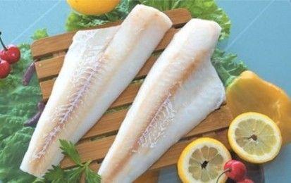 Merluzzo gratinato - Oggi realizziamo una ricetta leggera a base di pesce, il merluzzo gratinato. Questo secondo piatto è ottimo da consumare se volete mantenervi leggeri, o se siete a dieta;