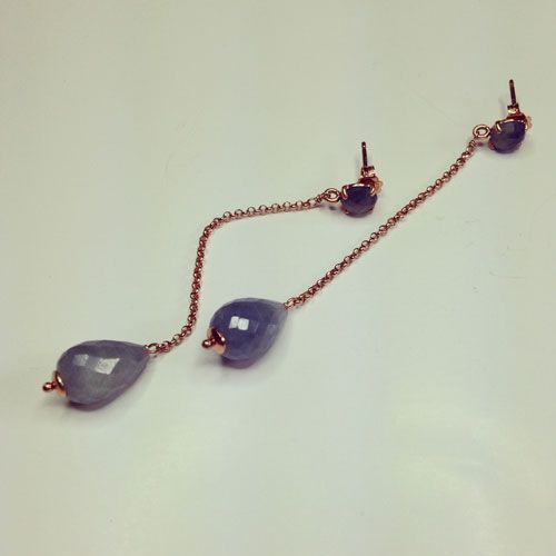 Orecchini in argento 925 placcato oro rosa. Pietra: zaffiri blu