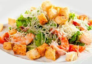 Рецепт №1: Салат «Цезарь» с креветками