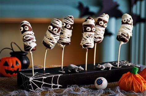 Trick or treat! Dress up bananas with dark chocolate, marshmallows & icing to create a mummified effect. Find more Halloween party ideas at Tesco Real Food
