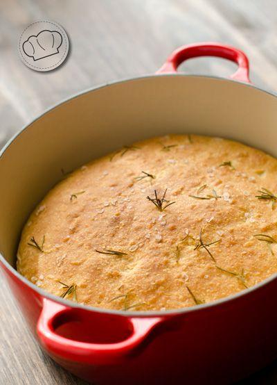 Un pan con Aceite de Oliva Virgen Extra fragante y jugoso y tan fácil de hacer que no tienes excusa.