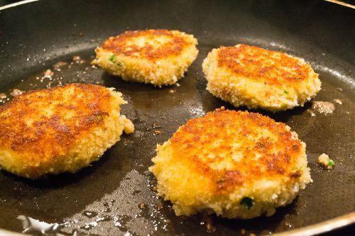 Crab Cakes Newfoundland Recipe. Cookbook of Traditional Newfoundland Meals by Newfoundland.ws