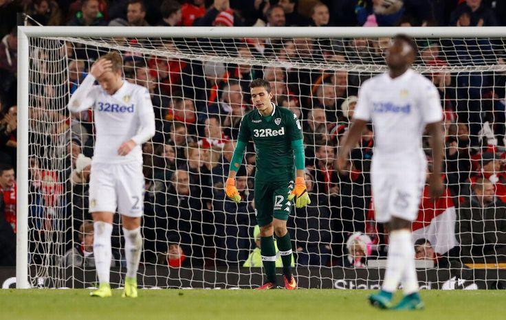 Leedsovy Marco Silvestri vyzerá skleslo po Liverpoolských Divock Origi strieľa svoj prvý gól