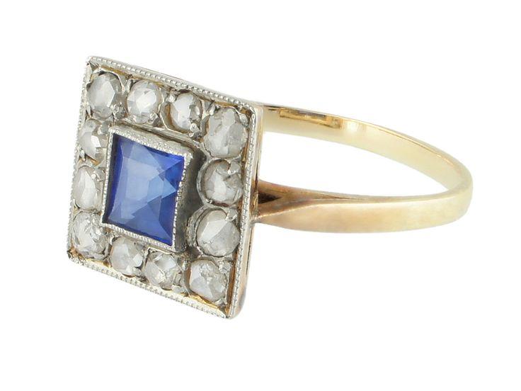 Sortija Art Deco con zafiro rodeado por diamantes