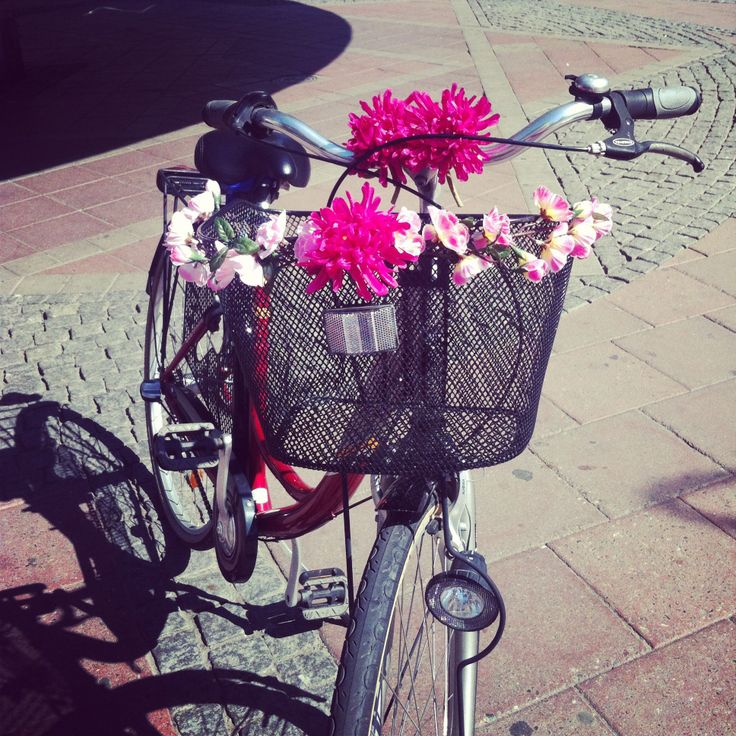 My bike is decorated with fabricflowers.