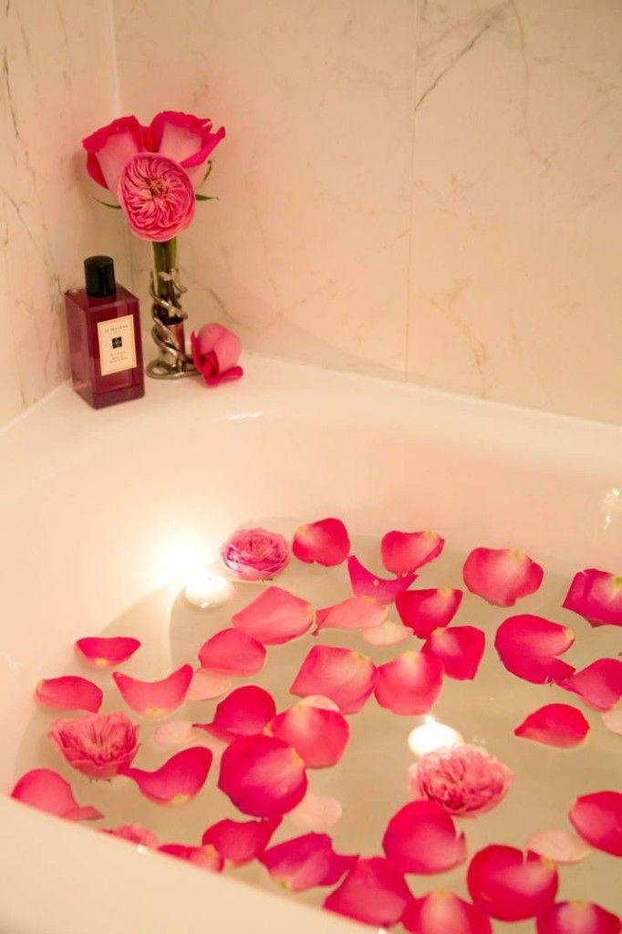 μπάνιο με ροδοπέταλα