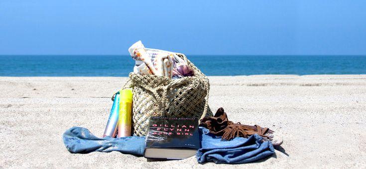Ευτυχία είναι η τσάντα του μπάνιου, γεμάτη πετσέτες, βατραχοπέδιλα, αντιηλιακά, νερό, τάπερ με σαλάτες και φρούτα! Ατέλειωτο ελληνικό καλοκαίρι!