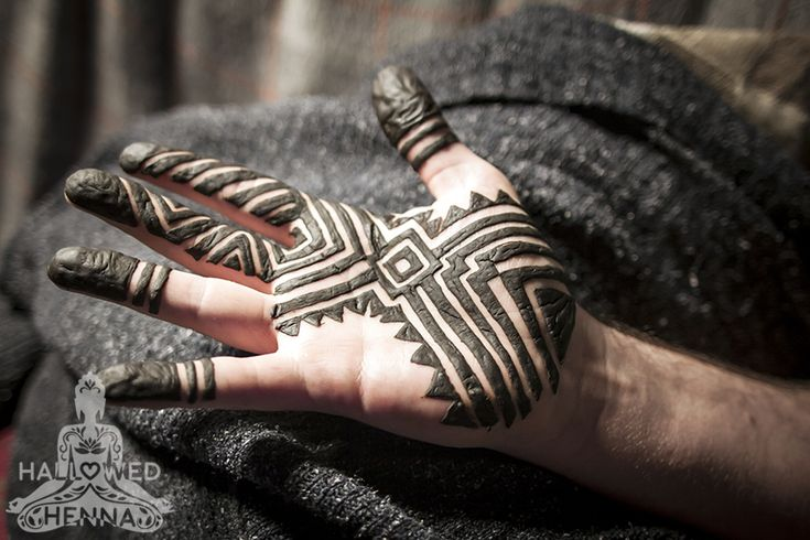 Henna art by Hallowed Henna by Jessica, design inspired by Nic Tharpa Cartier.  #henna #mehndi #hallowedhenna #geometric #moroccan