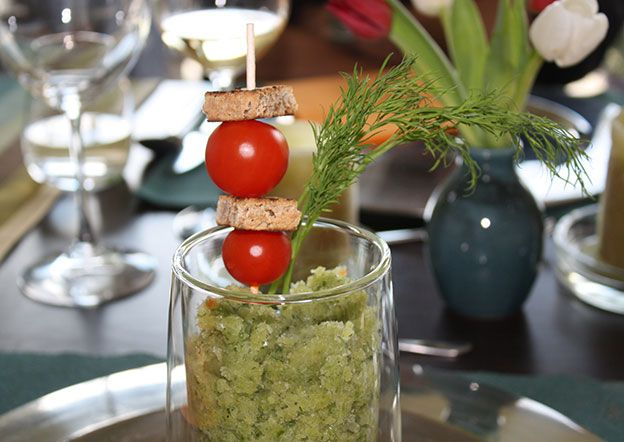 www.foodulution.c… – Veganes, geeistes Gurken-Süppchen – Diese Suppe schmeckt…