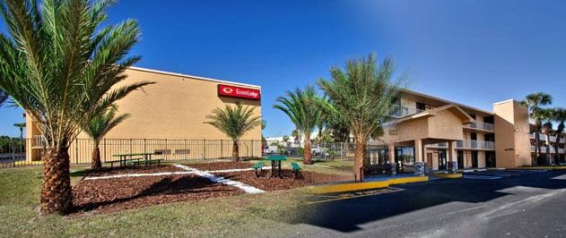 Econo Lodge International Drive Orlando, FL 32819. Upto 25% Discount   Packages. Near by Attractions include International Drive, Universal Studios,   Islands of Adventure, Seaworld, Aquatica, Wet n Wild, Orlando Convention Center,   Disney World. Free Parking and Free Wifi internet. Book your room and start saving   with SecureReservation. Please visit- www.econolodgeorlandoidrive.com/