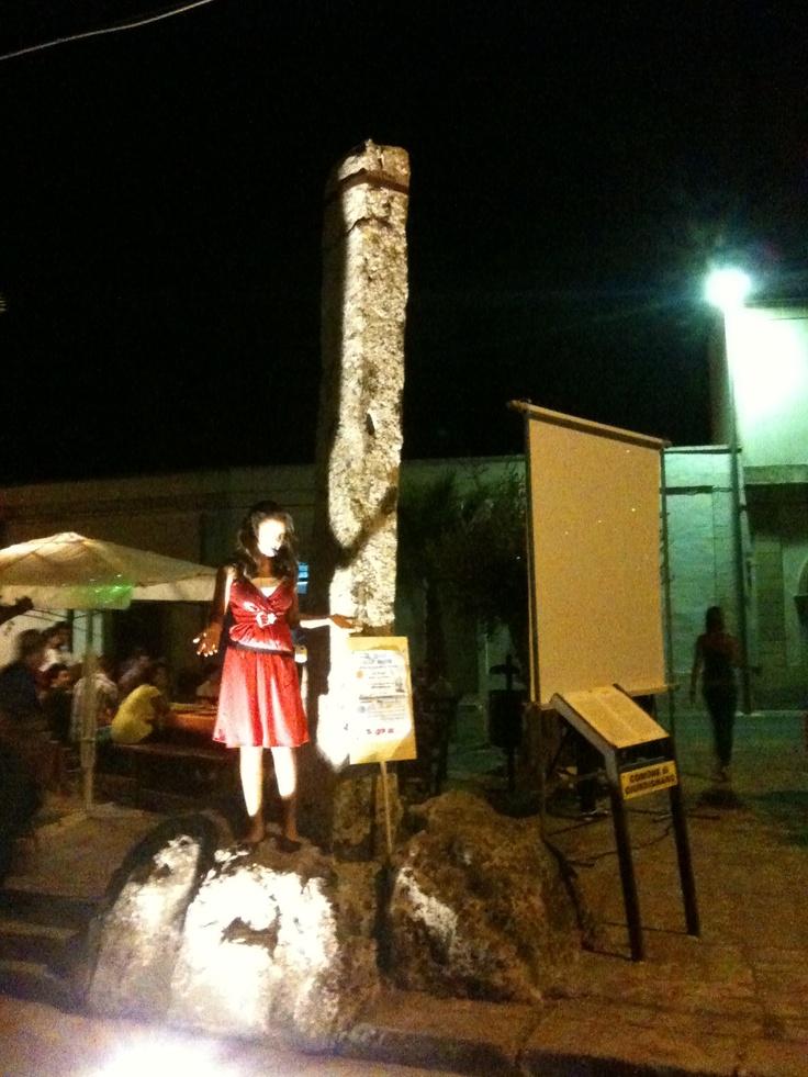 Menhir nella piazza centrale!