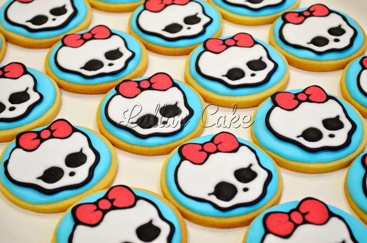 Lalla's Cake - sugar art & cake design:  Monster High Party  Draculaura Biscotti decorati in ghiaccia reale