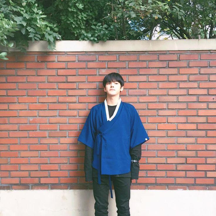 He looks GOOD here! { #Rayoon #KimYoon #MVP #PHEntertainment #Kpop } ©Instagram @clear_azure