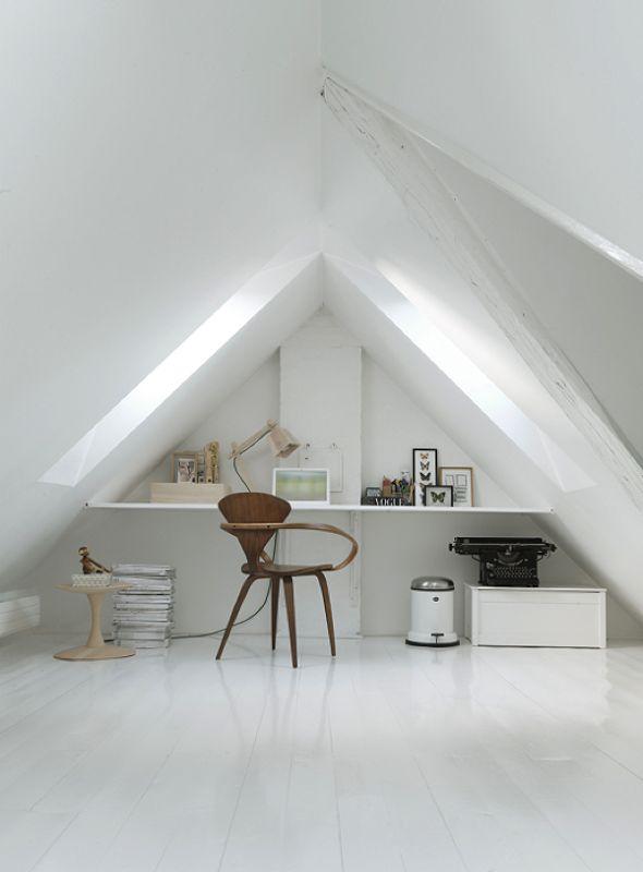 Vipp Abfallsammler. Das schicke dänische Design nur in Küche und Bad verwenden? Nein, auch im Büro macht sich der schmucke Treteimer durchaus: http://www.ikarus.de/vipp-13-treteimer.html