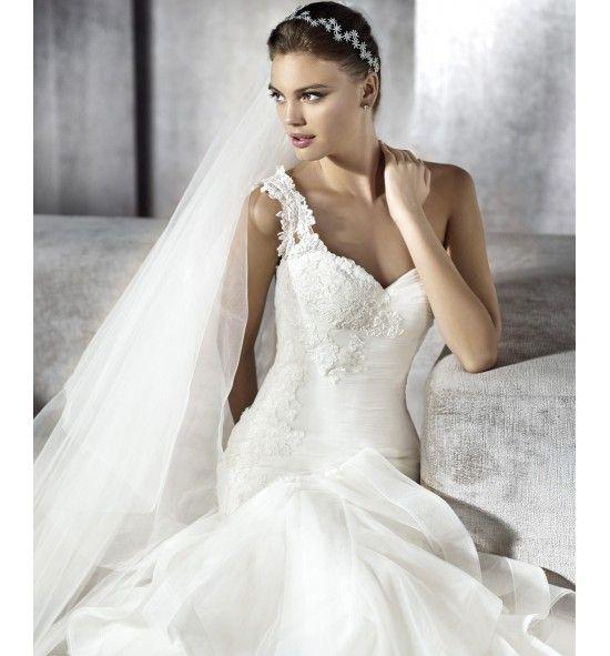 Sisina, San Patrick. Vestido de novia de tul, de cortes asimétricos y volantes