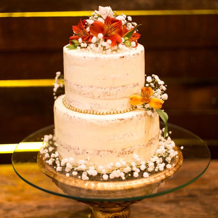 Bolo de casamento Semi Naked com flores naturais