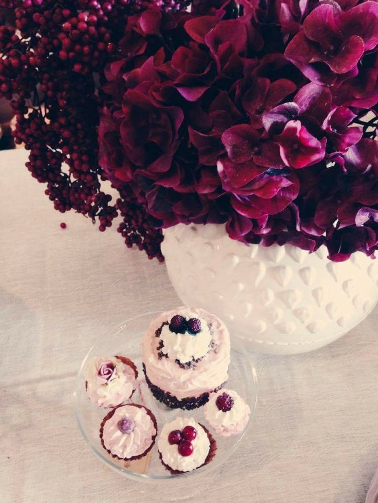 Combine sweets with ravishing flowers! Make your own paradise!