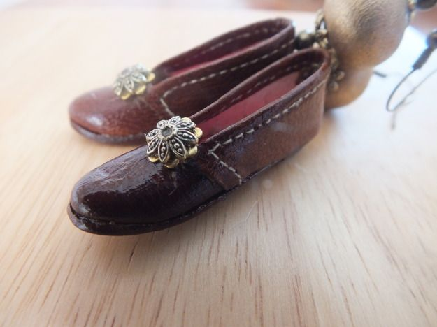 Earrings with vintage real leather doll shoes by PerfectLoveArts 9.90 €
