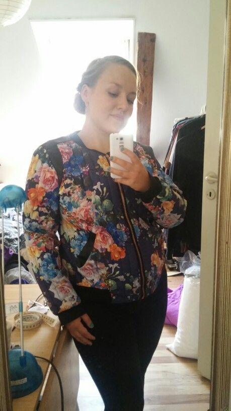 Bomber jakke med blomster