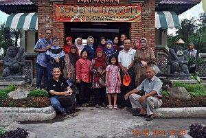 Pada tgl. 29 Juni 2013 diadakan acara temu kangen poro konco alumni SMAN 4 Surabaya angkatan 1973… begitu riuh meriah suasana tercipta karena sudah lama tidak saling jumpa…