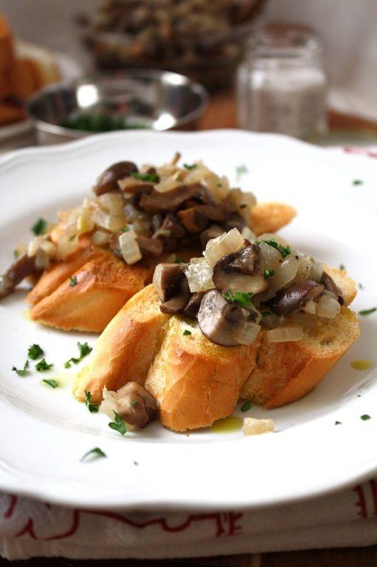 Wild mushroom bruschetta - vegan