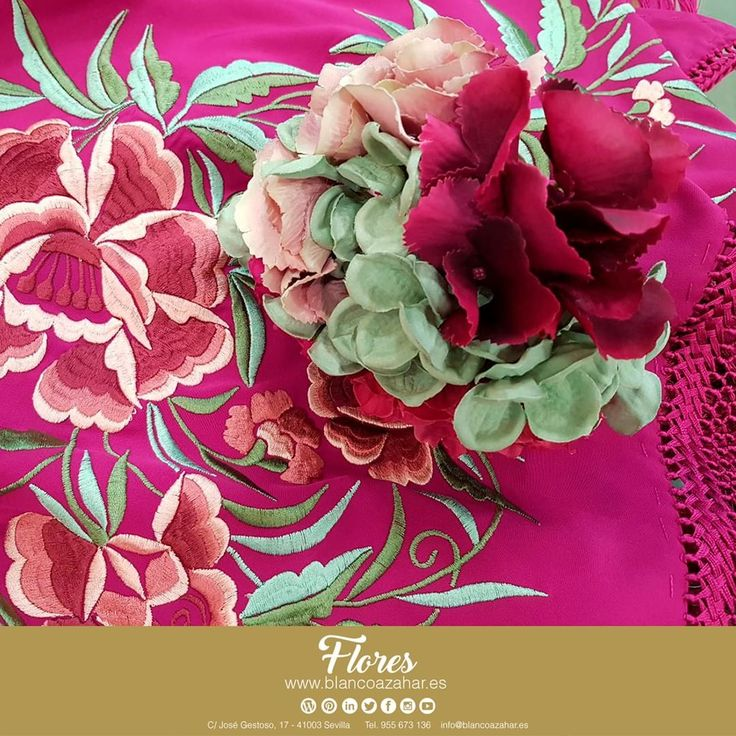 Tu #look de #flamenca te espera en #BlancoAzahar.   #TodosLosColores en más de 100 especies de flores.  #ModaFlamenca #FeriadeAbril #FeriadeAbril2018 #Sevilla #floresflamenca #Mantoncillo #Flordeflamenca #Pendientesdeflamenca