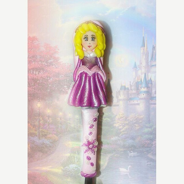 A special gift for a special friend  ° • ° • #princess #sleepingbeauty #princesa #childhood #favorite #character #pink #gown #doll #charm #polymerclay #handmade #star #decorations #clay #claycharm #unique #ooak #oneofakind #charms #kawaii #art #atelier #design #miniacreations #polymer #creations #sculpey #fimo #cute
