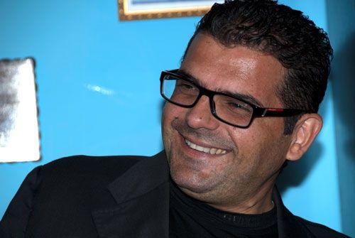 Giornalista audace e scrupoloso e scrittore eclettico ed esplosivo, Cesario Picca ha inventato il cronista Saru Santacroce protagonista di gialli che catturano