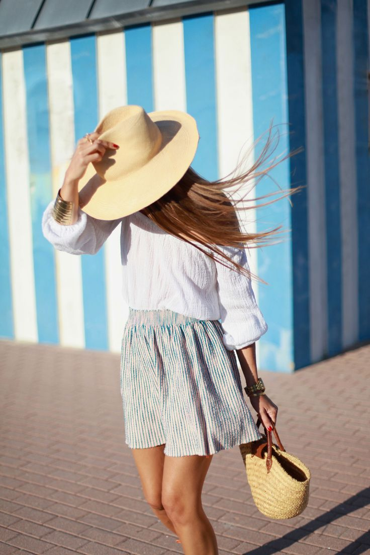 simple summer style - white blouse, pleated skirt and straw hat