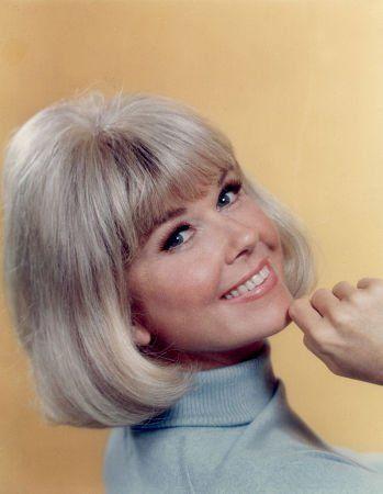 The Doris Day Show First episode: September 24, 1968 Final episode: March 12, 1973 Theme song: Que Será, Será Network: CBS Program creator: James Fritzell