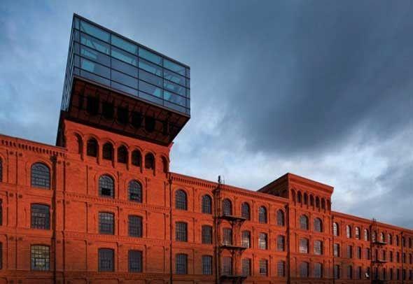 Andels hotel Lodz est le quatrième hôtel de la chaîne de Andel réalisé par Jestico + Whiles. Situé à Lodz, en Pologne, l'hôtel est dans l' écrin de brique rouge et de fonte d'une ancienne usine de textile d'époque victorienne .