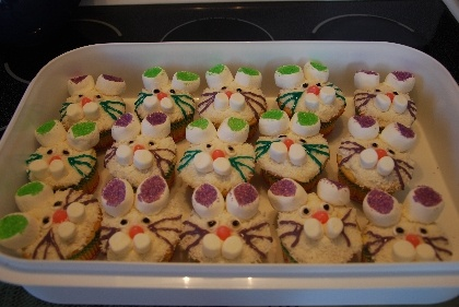 easter bunny cupcakes. made with marshmallows, frosting & jelly beans