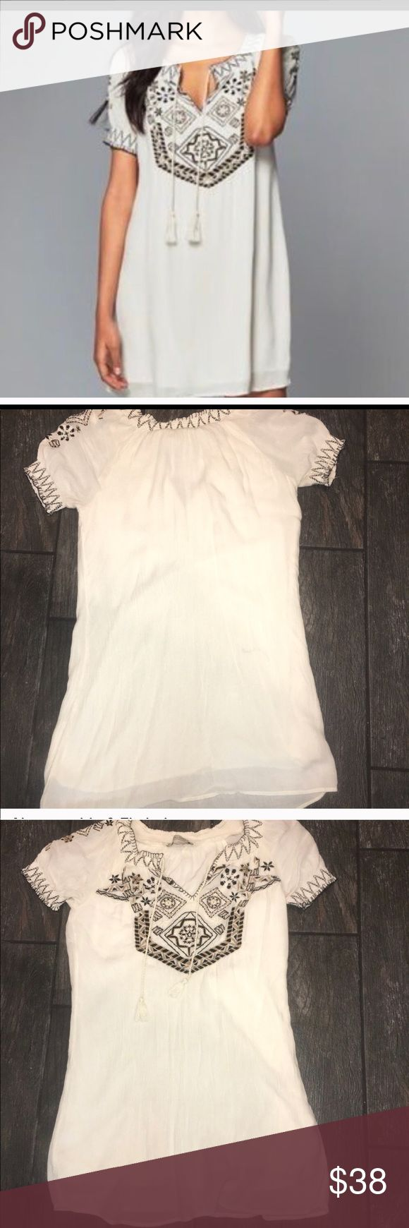 Abercrombie and Fitch Dress Abercrombie and Fitch embroidered dress in great pre-owned condition. Worn once. Abercrombie & Fitch Dresses