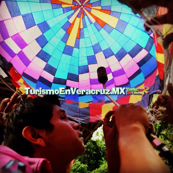 #Zozocolco manos jóvenes para crear a los gigantes del aire http://www.turismoenveracruz.mx/2013/11/zozocolco-manos-jovenes-para-crear-a-los-gigantes-del-aire/ #Veracruz