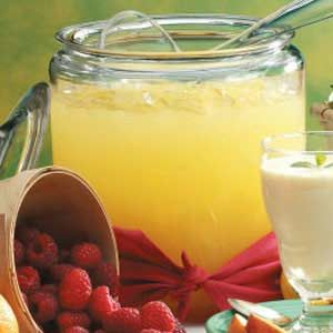 Punch Delight Recipe~ sting-like-a-bee punch recipe •46 oz. pineapple juice •2 liter ginger ale •1 qt. water •1/2 sugar •2 pkg.. lemonade Kool-Aid Mix juice, water, sugar, and Kool-Aid. Add ginger ale before serving. Yield: 18 to 20 punch cups.