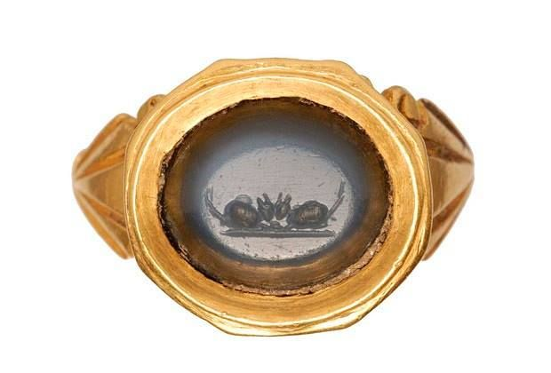 A Roman gold ring with intaglio of mice, from CE 200-300 which was found in Tower Hamlets. Photo: Museum of London.