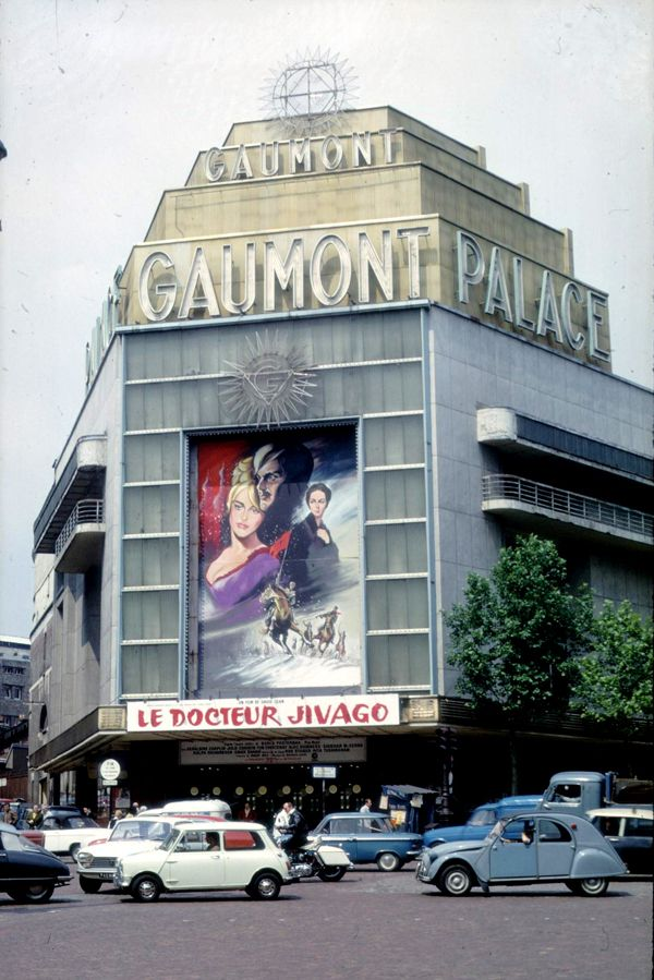 Le Gaumont Palace 1, rue Caulaincourt (Place de Clichy) Paris 75018. Photo prise peu avant sa destruction en 1973. (Reprise du film Le Docteur Jivago en 70mm).