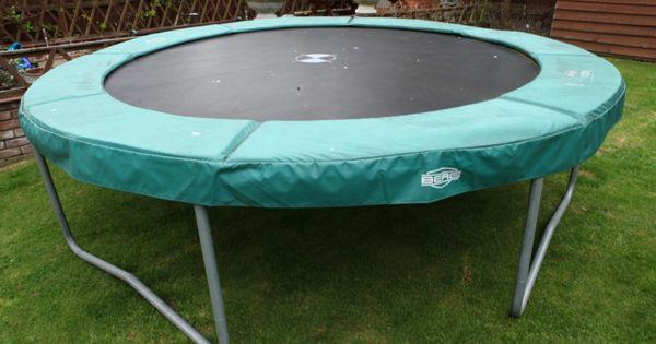 Leur trampoline n'a pas été utilisée pendant des années. Au lieu de la jeter, ils ont décidé de le transformer en quelque chose de merveilleux! Potager, auvent, lit à baldaquin, couronne, tente, arc de...