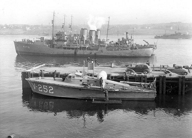 British motor torpedo boat V-252 Warships in Greenock harbour in Scotland in January 1942.In the foreground at the wharf was a British motor torpedo boat (type MTV5). In the background is the Canadian Corvette HMCS Trillium.