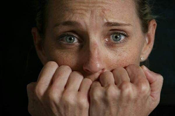 Panik atak psikolojik bir rahatsızlıktır ve hem biyolojik hem de psikolojik sebeplerden kaynaklanabilir. Bu hastalık tedavi edilebilir. Panik atak hakkında bilmeniz gerekenler yazımızda 👇