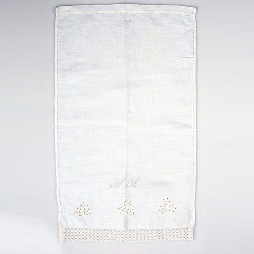 toalla de hilo para acristianar bordada a mano