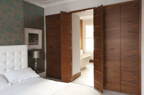 Ensuite bathroom doors. Very clever. - could use this concept - same doors for closets and ensuite?
