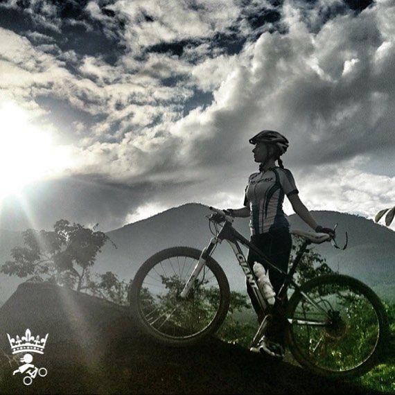 #Repost @marina.thebaldi #mtbqueens   Hoje de manhã. :-D Dia muito gostoso.  #mtb #ciclismo  #bike #montanha  #pedalada  #pedal  #btt by mtbqueens