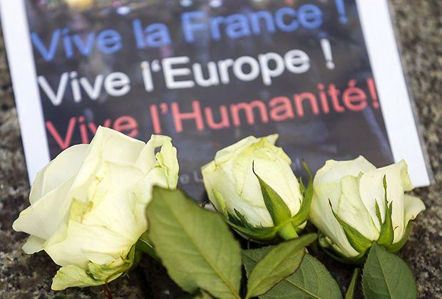 «То, что произошло вПариже — это только начало» - http://russiatoday.eu/to-chto-proizoshlo-v-nbsp-parizhe-eto-tolko-nachalo/ «Ночь ужаса», «Террор», «Бойня в Париже» — с такими заголовками вышла утром 14 ноября французская пресса. Пока мало кто анализирует то, что произошло, — слишком много соб