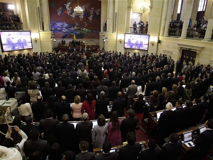 Instalación del nuevo Congreso de Colombia Por los grandes temas que deberá abordar, por los 'pesos pesados' de la política nacional que reunirá y por las fuertes diferencias ideológicas en los tres bloques principales que lo integraran, el Congreso que hoy asume será uno de los más interesantes de los últimos tiempos.