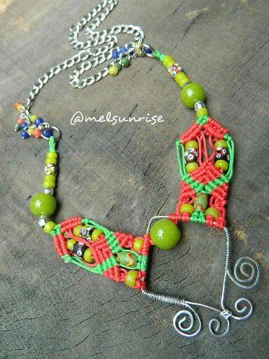 Trial macrame with wire anda java beads