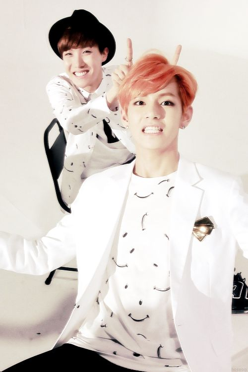 v and JHope